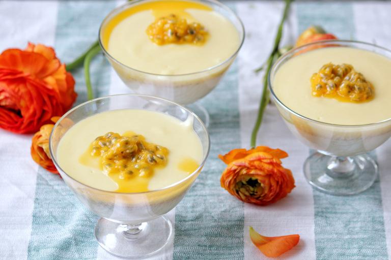 vanilj-pannacotta-med-citron-kram