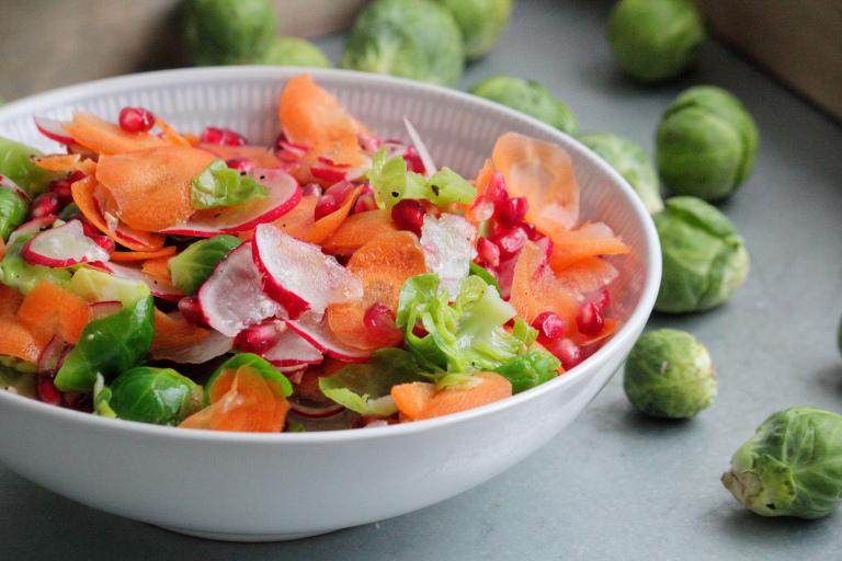 krispig-brysselkals-sallad-paleo-recept
