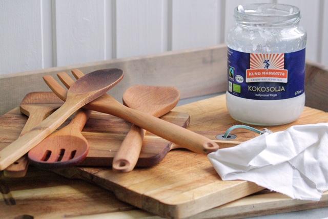 Smörja in träredskap och skärbrädor