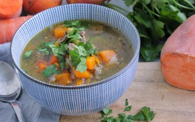 Köttsoppa med sötpotatis och persilja
