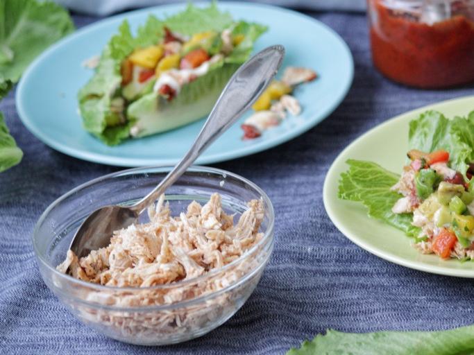 Pulled kyckling med mangosalsa och rökig grillsås