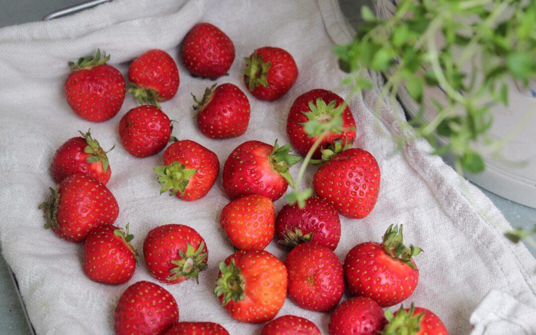 Vad kan man göra med alla jordgubbar?