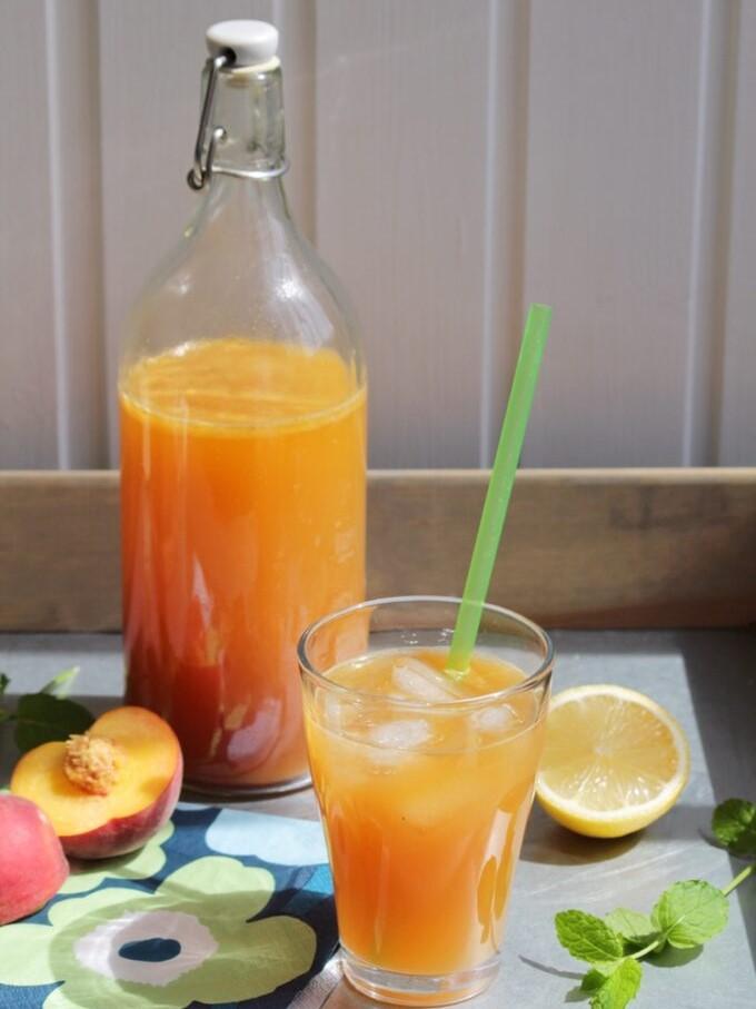 persikodryck-i-flaska-och-glas-paleo-recept